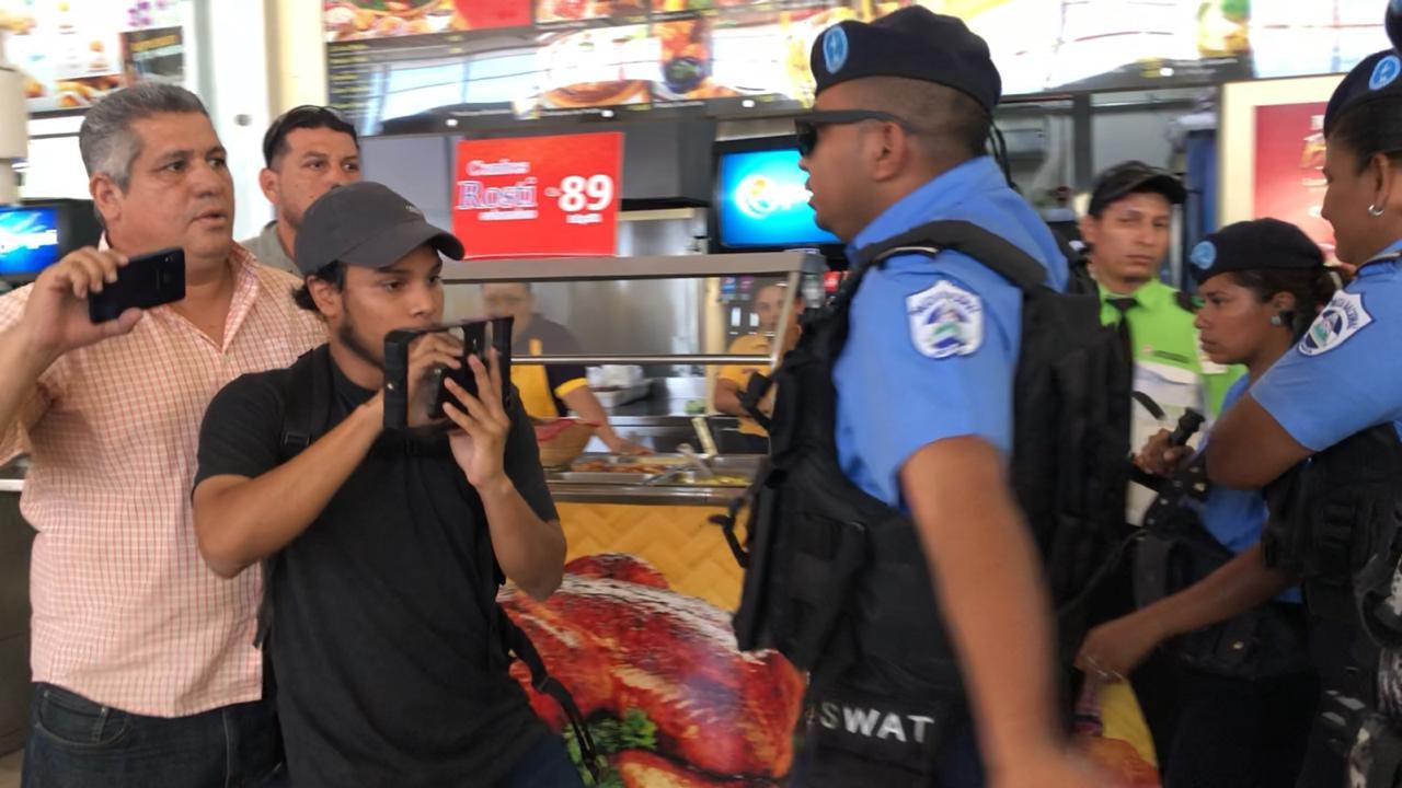Periodistas agredidos por la policia